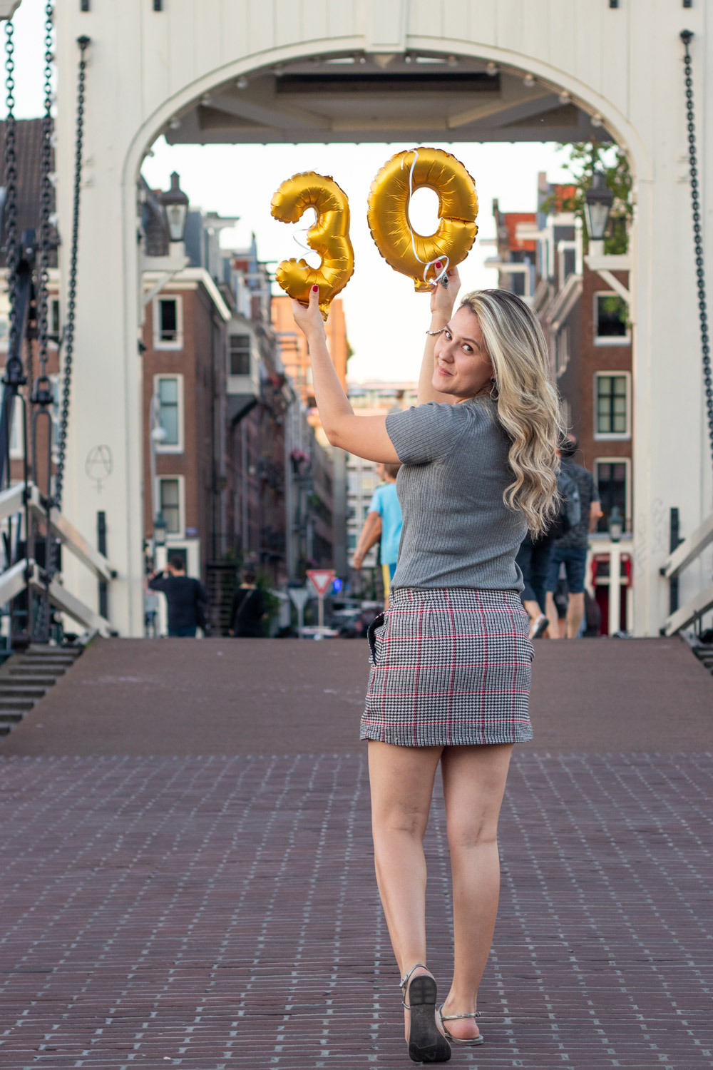 Birthday photo from a photosession in Amsterdam. Travel memories to carry forever.